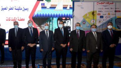 رئيس الوزراء خلال تواجده في محطة مترو الكيت كات
