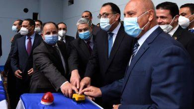 الوزير مع رئيس الحكومة ووزير الكهرباء والمالية
