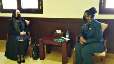 نيفين جامع وزير التجارة والصناعة مع الوزيرة السودانية