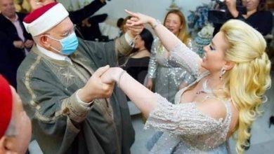 صور مثيرة للقيادي الاخوانى عبد الفتاح مورو وهو يرقص في حفل خطوبة ممثلة تونسية